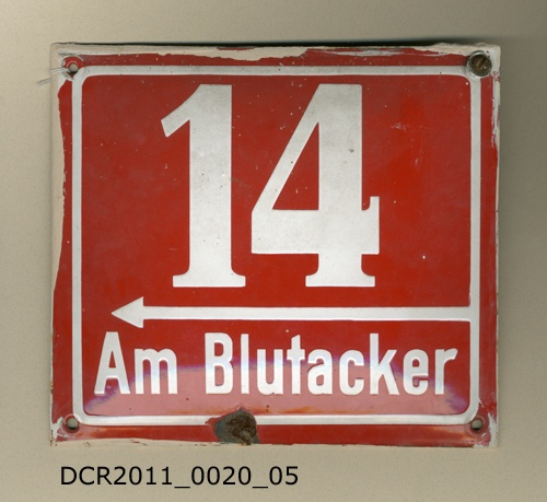 Schild, Hausnummer, Am Blutacker 14 (dc-r docu center ramstein CC BY-NC-SA)