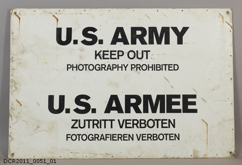 Schild, Verbotsschild, Keep out (dc-r docu center ramstein CC BY-NC-SA)