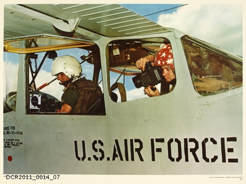 Plakat, U.S. Air Force Photo, Aerial Combat Cameraman in Southeast Asia (dc-r docu center ramstein CC BY-NC-SA)
